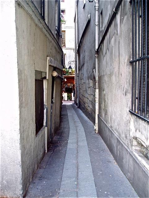 Paris. La rue de Chat qui peche